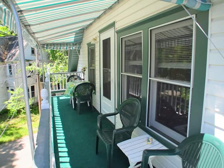 Close to Amp, 25 Waugh, Cathedral Ceilings, PORCH