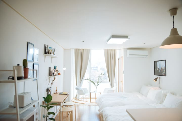 [HongDae] 1min from Hongik Unv. Stn - Mapo-gu - Apartment