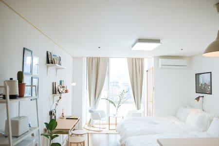 [HongDae] 1min from Hongik Unv. Stn - 麻浦区 - 公寓