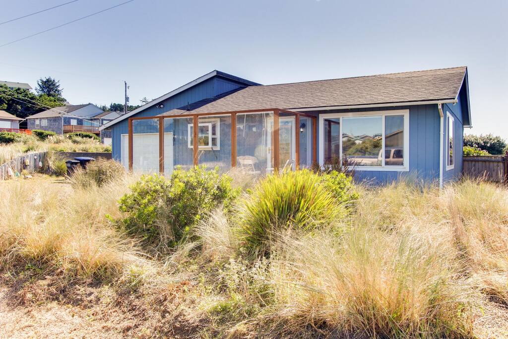 Beachy Dog Friendly Cottage With Private Deck And Seasonal Pool Tennis Court Houses For Rent