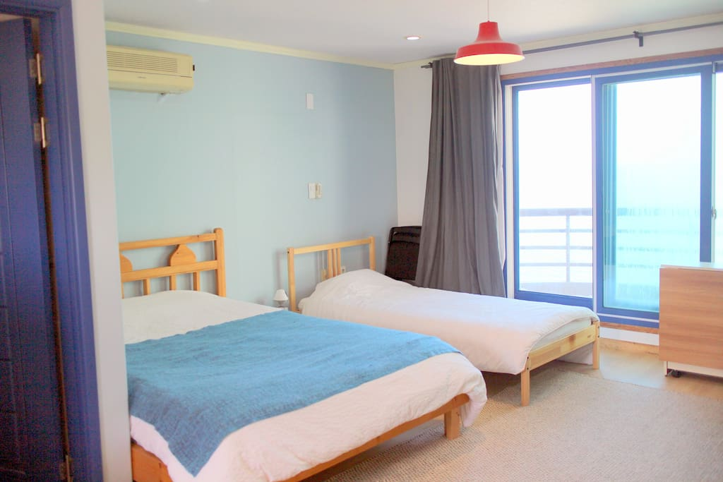 302 spacious near beach airport chambres d 39 h tes for Chambre airport