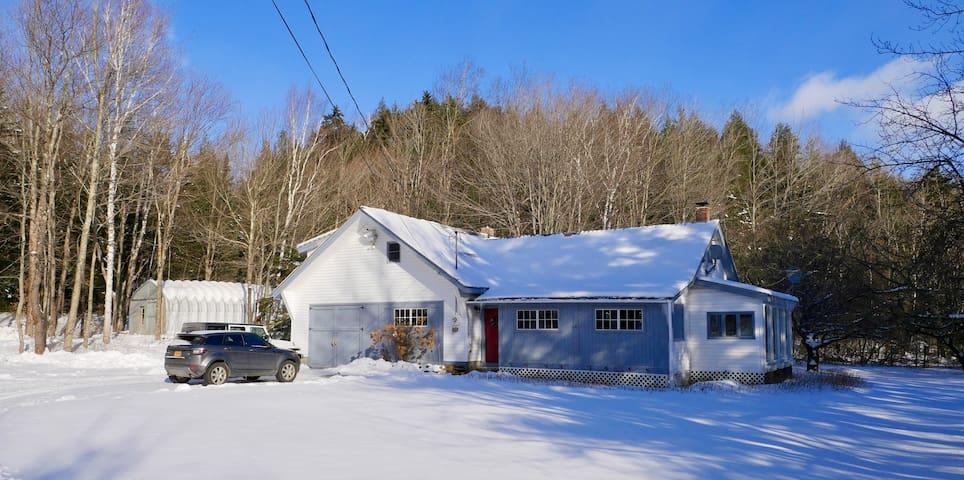 Dream Farmhouse Close to Mount Snow, Lake & Town