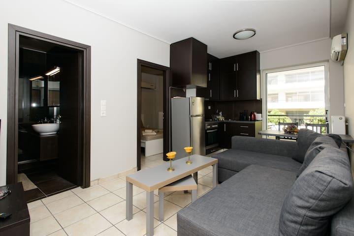 Apartment with Parking 4m walk of Kerameikos Metro