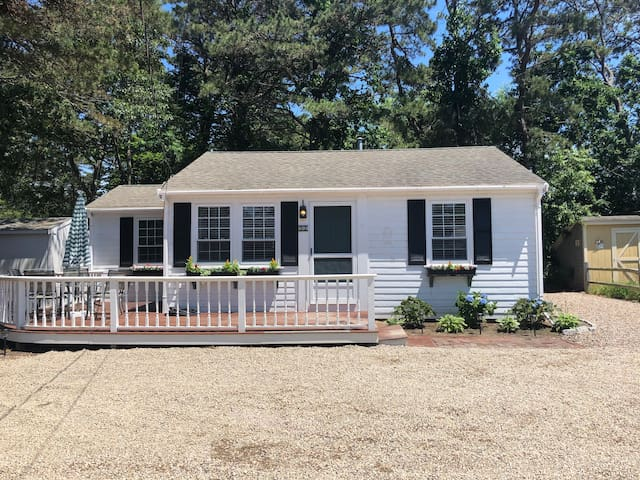 Renovated Cape Cod Cottage - 1/2 mile the beach!