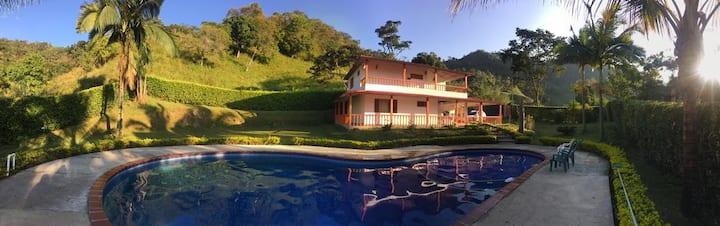 """Acogedora Casa Campestre """"El Reposo"""" con piscina"""