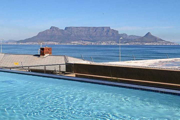 Beachfront flat Table mountain /Robben island view - Cape Town - Apartment