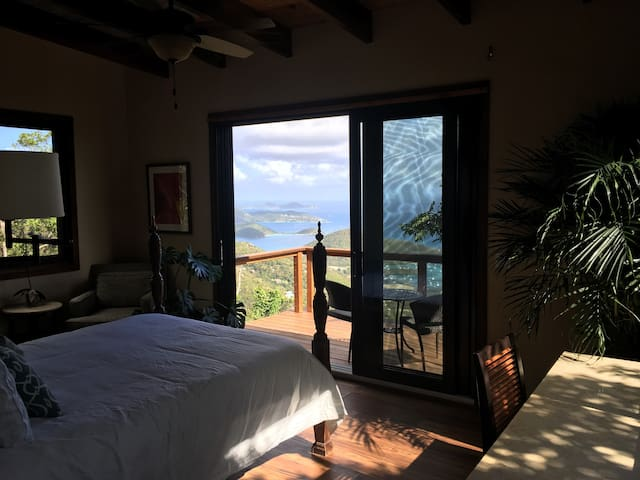 Romantic Getaway in the Treetops: The Bodhi House - St. John - Casa na árvore