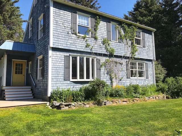 Charming Coastal Cottage In-town, Quiet Street
