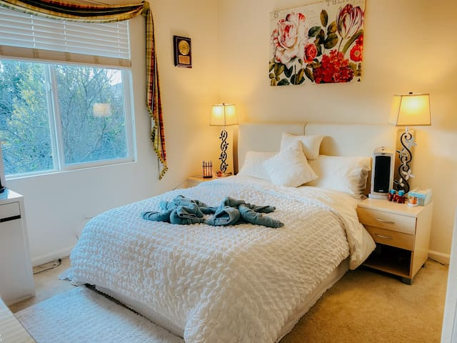 ❤️❣️❤️Sweet home charming quiet relaxing bedroom.
