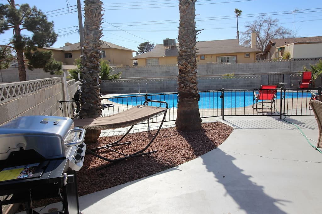 BBQ Grill, hammock and a table to enjoy your friends and family!