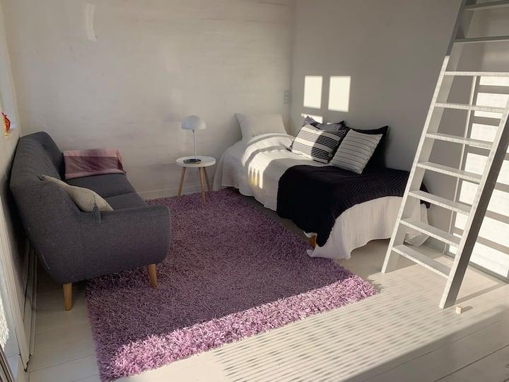Smukt værelse med egen terrasse tæt på Aarhus C