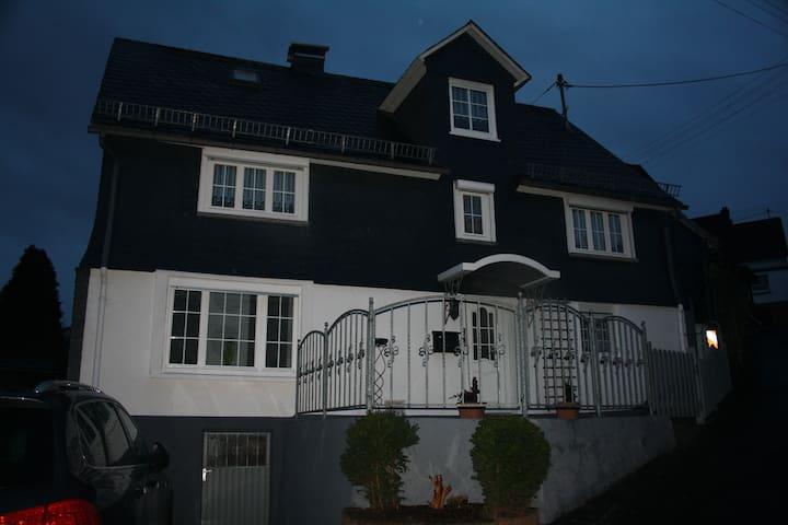 ..kuscheliges Haus in Niederfischbach...etwa 80 qm