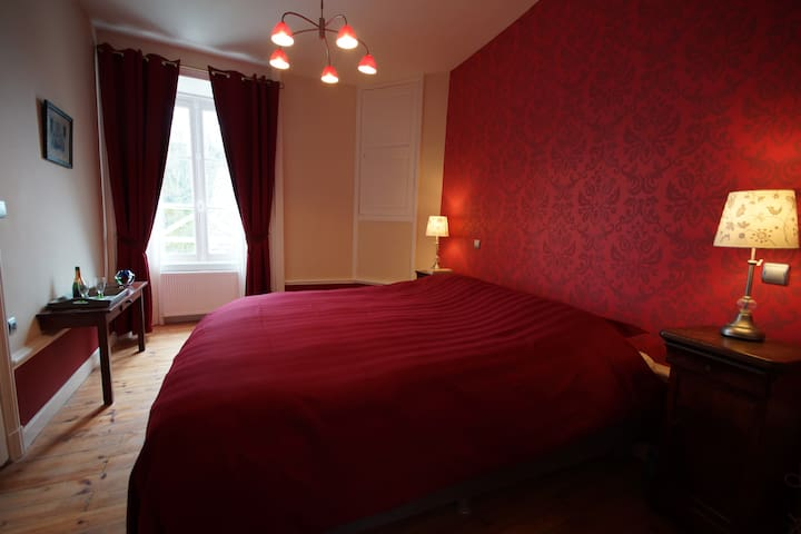 Luxe suite in 16e eeuws kasteel - Savennes - Bed & Breakfast