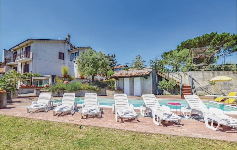 Holiday cottage with 5 bedrooms on 250m² in Montemarzino -AL-