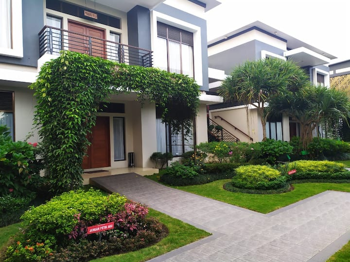 Peaceful Villa Hideaway Kaliurang