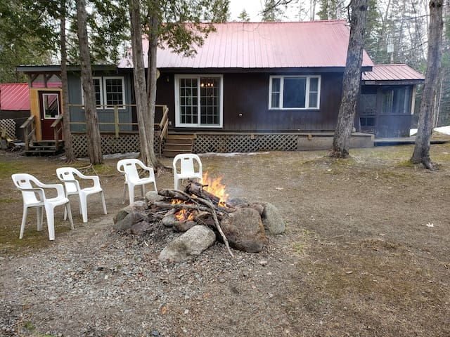 Cozy Cabin On Stoney Brook/Outdoor Fire Pit!
