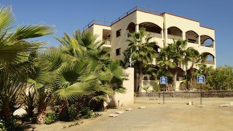Villas de Cerritos, 2 BD/2BA condo!