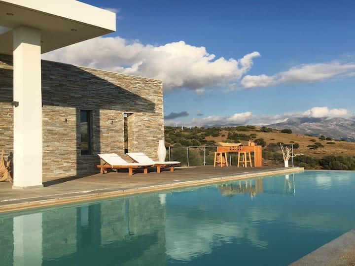 Οne-level family Villa/pool/views to Euboean Gulf