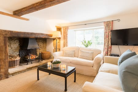 Quintessential Home in Heart of Cotswold Village