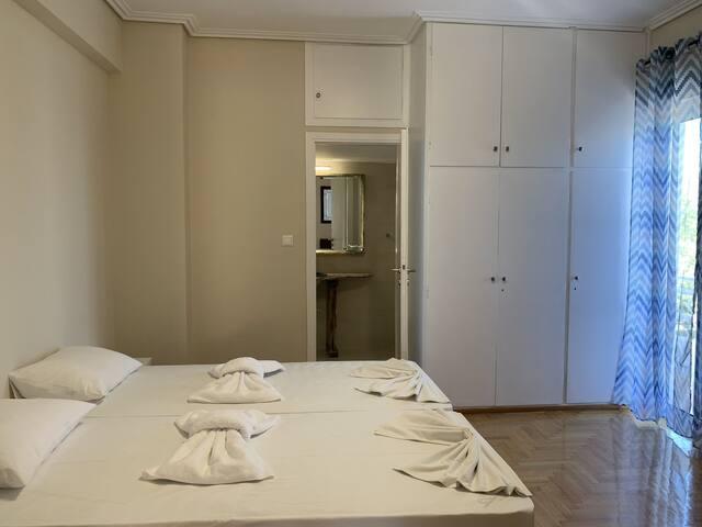 Private room2 in spacious flat Marousi