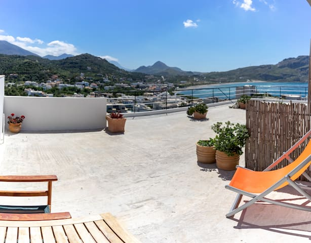 Penthouse Single Room with terrace in Plakias.