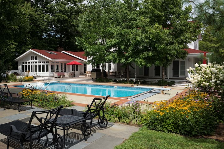 Renovated Farmhouse - Pool, Jacuzzi, and Tennis - Three Oaks - House