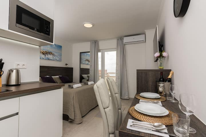 Apartments Albert - Superior Studio with Balcony and Sea View (A4)