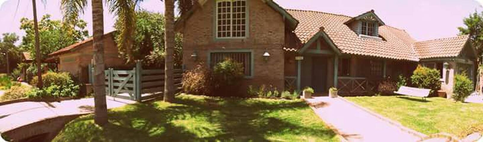 Hermosa casa en Pilar a metros de Panamericana! - Villa Rosa