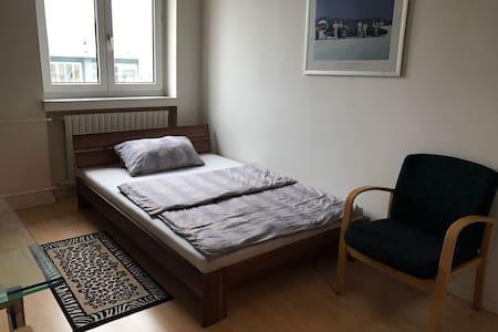 günstiges und sauberes Zimmer in Offenburg - Offenburg - Lakás