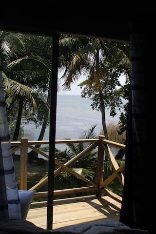 Vista desde el dormitorio al mar.