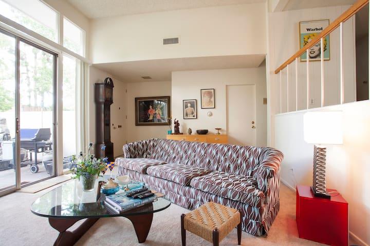 A+++ Amazing Private Suite in Ideal LA location