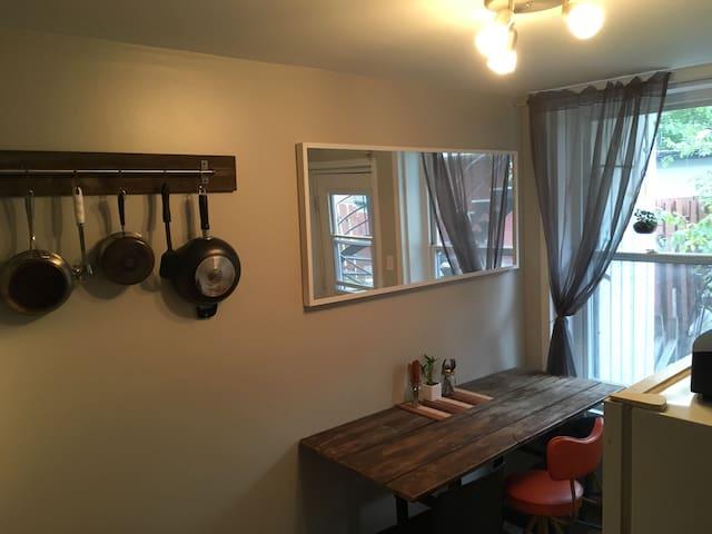 Cozy 3&1/2 in Hochelaga. - Montréal - Lägenhet