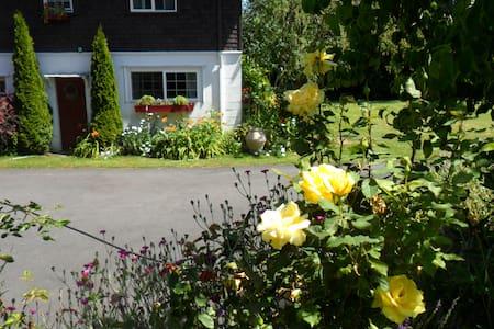 Cape E Farm & Vineyard - Lakebay - Huis