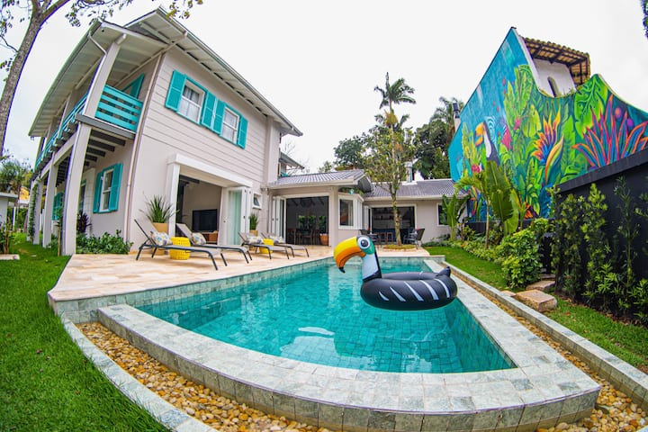 Trendy home w/heated infinity pool near the beach!