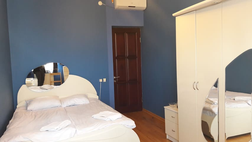 Двухместный номер с 1 кроватью и общей ванной комн - Batumi - Bed & Breakfast