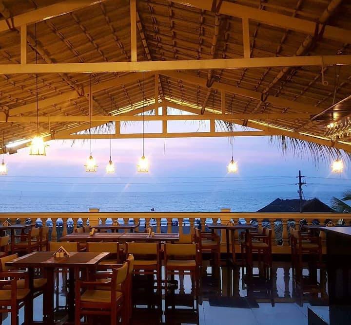 Calangute beach Room with Bar & Restaurant