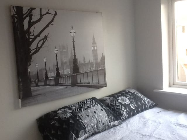 cosy room near city centre  AND THE RICOH AREA - Coventry - Haus
