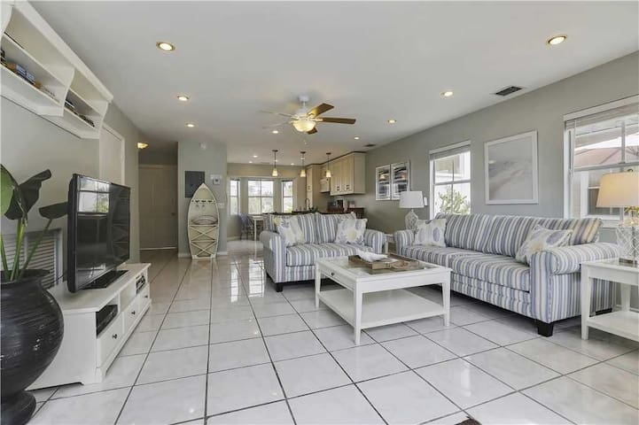 Duval Condo w Pool in Heart of Key West- 28day min