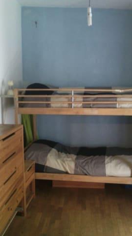 I letti a castello della cameretta ( TV non visibile ) The bunk beds of the bedroom (TV not visible)