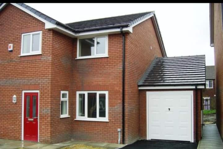 Quiet, clean and spacious three bed semi.