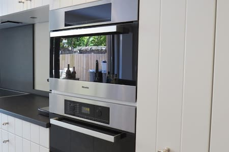 Luxe appartement met zonnige tuin 250m van zeedijk