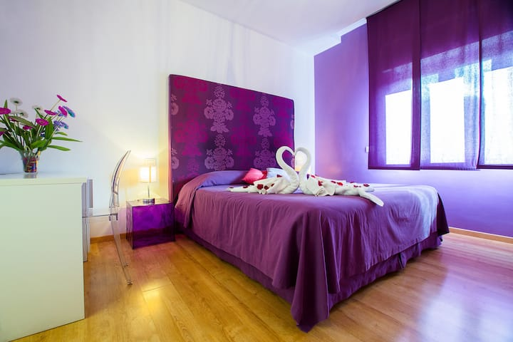 Emily Suites- Purple Room on the main street