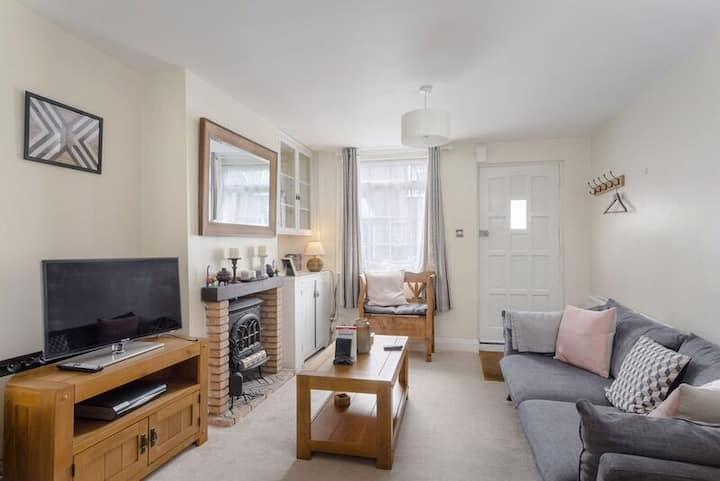 Central St Albans, family cottage, WiFi, garden