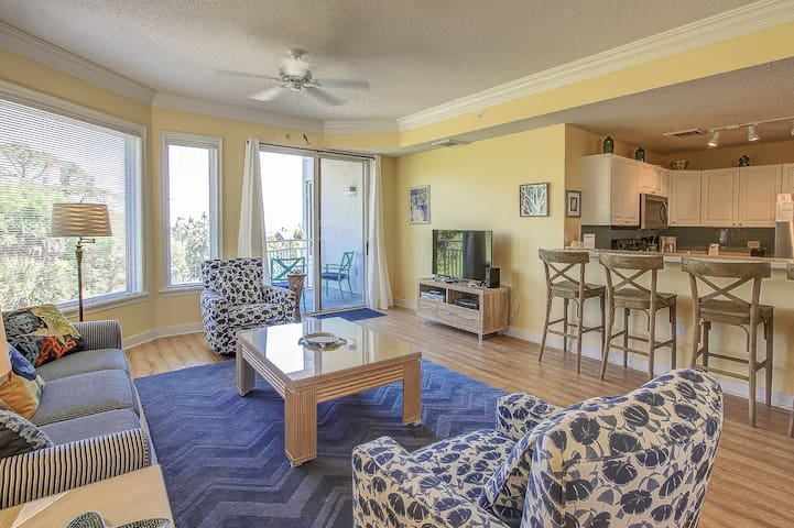 2301 SeaCrest- Awesome Beach Location! Steps to the Ocean,Shopping & Dining.