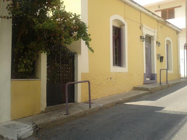 Neoclassical house - Sitia - House
