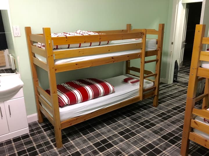 4 Bed PRIVATE Room in Hostel near Ben Nevis