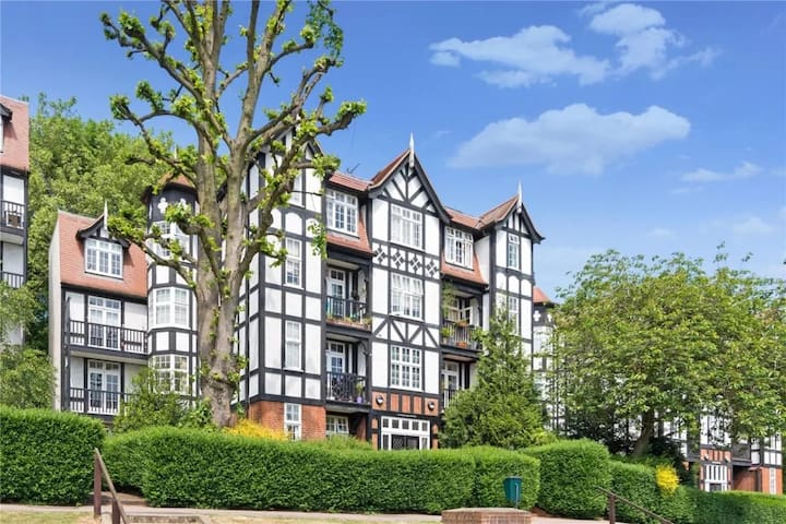 Historic 1 bed Hampstead Heath Highgate Village
