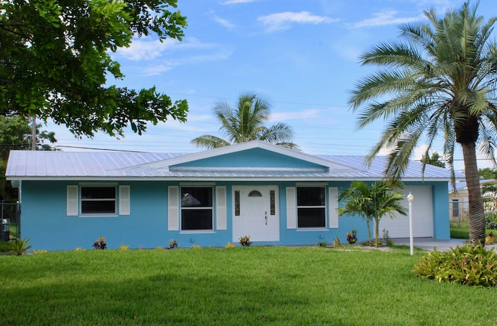 Coastal Getaway Home only 8 minutes from the beach