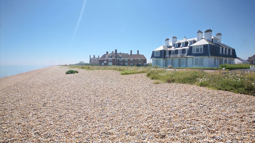 Glorious beachfront property, sleeps 6! - Kent