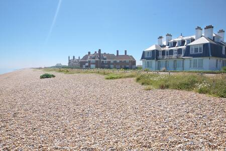 Glorious beach front property, Sleeps 6! - 肯特(Kent)